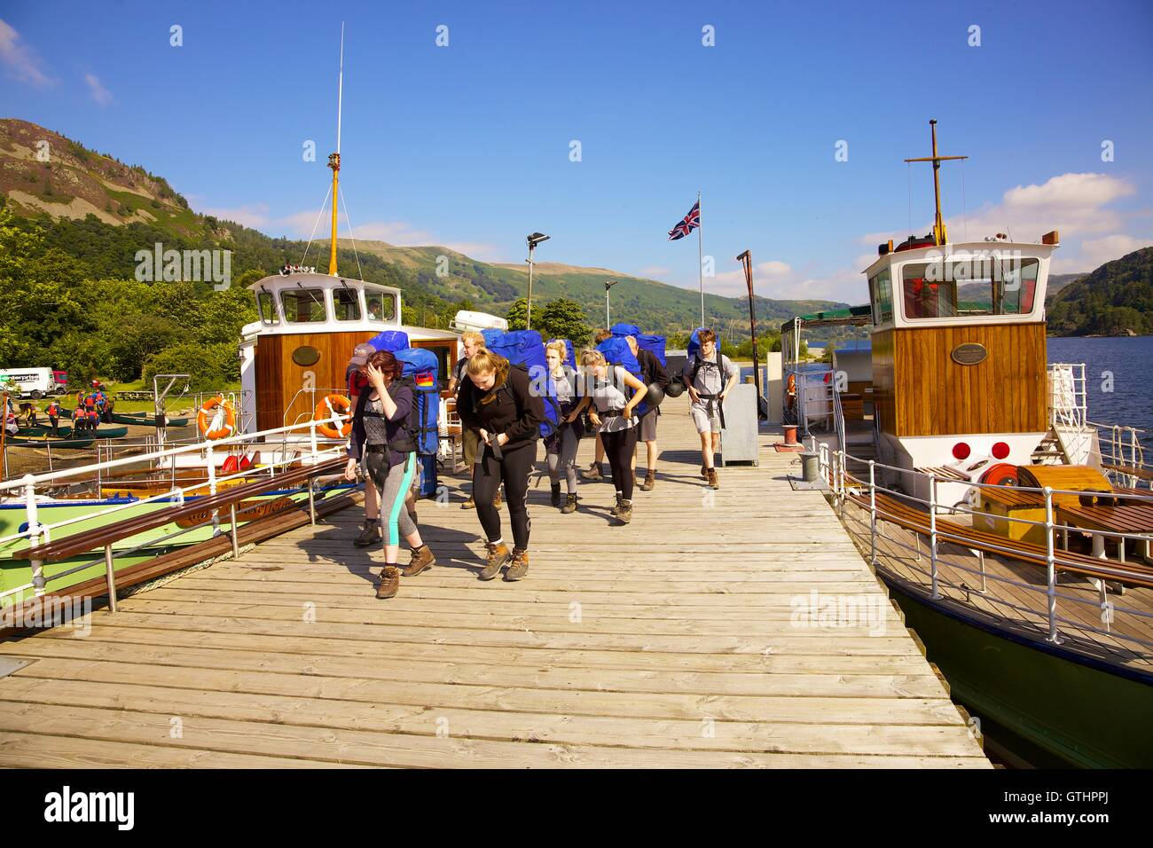 Outdoor pursuits students disembarking a cruise from Ullswater Steamer. Glenridding Pier, Ullswater, Penrith, The - Stock Image