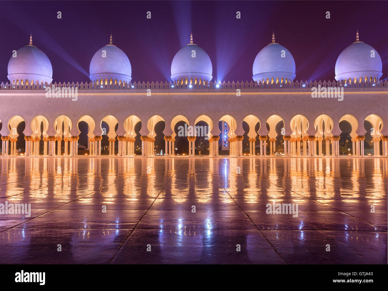 Sheikh Zayed Grand Mosque in Abudhabi sending beautiful light rays - Stock Image