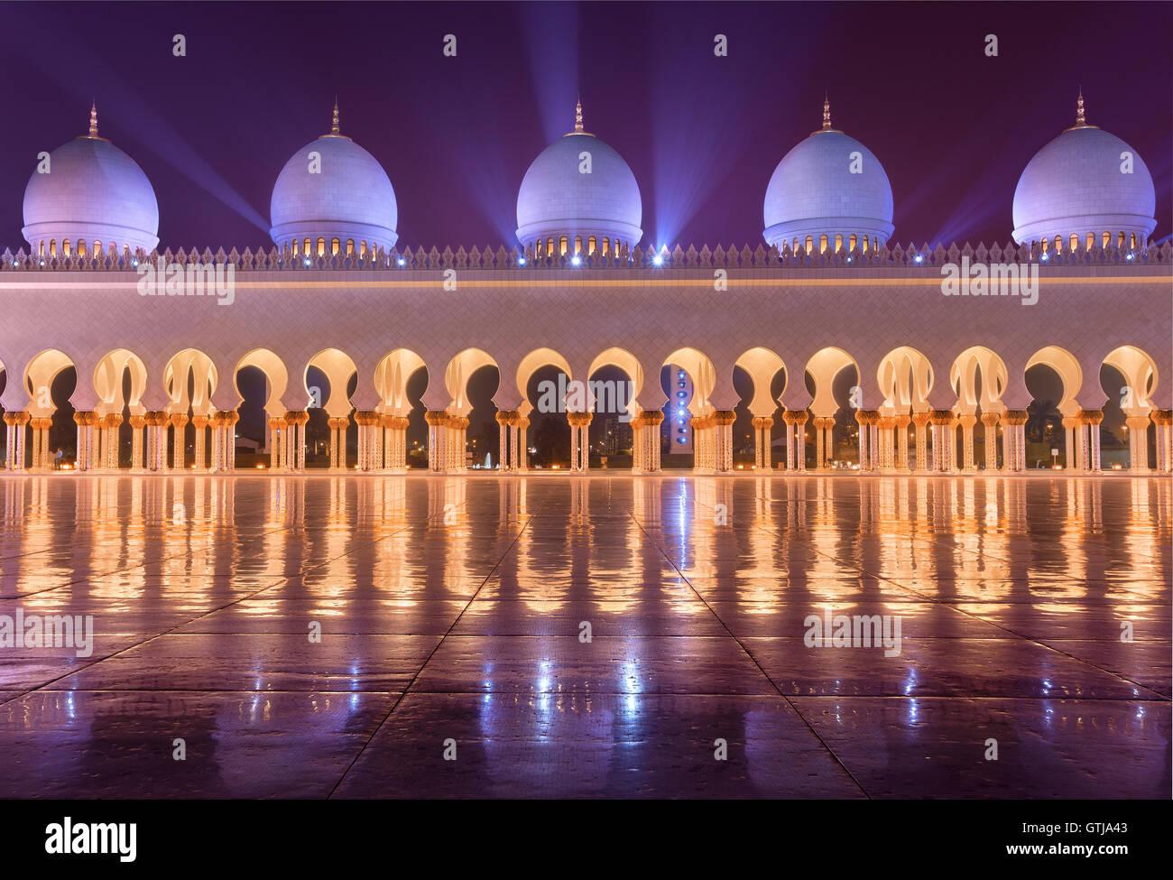 Sheikh Zayed Grand Mosque in Abudhabi sending beautiful light rays - Stock Image
