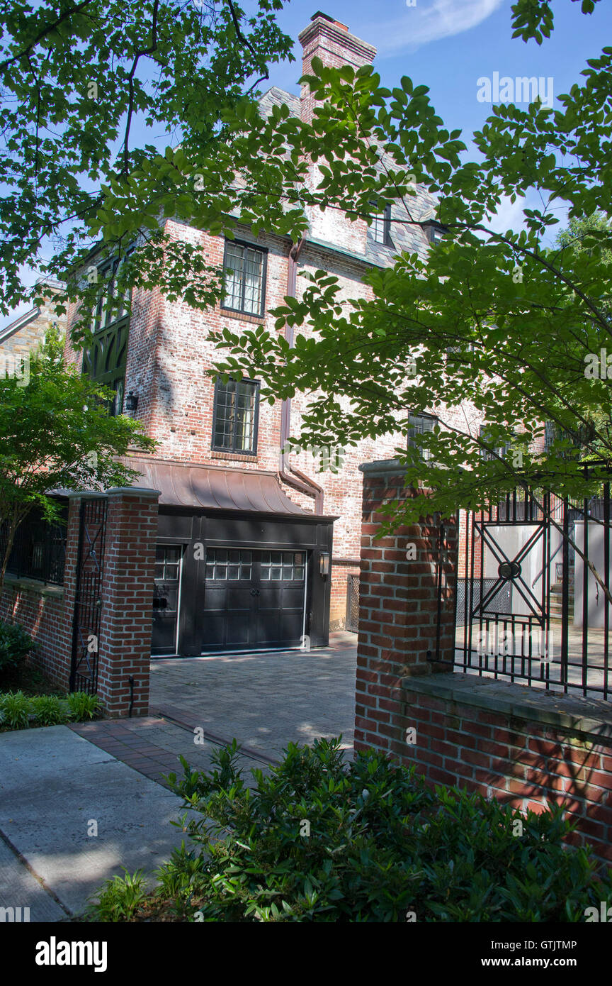 House At 2446 Belmont Road Nw Washington Dc 20008 On May 25 2016 Stock Photo Alamy