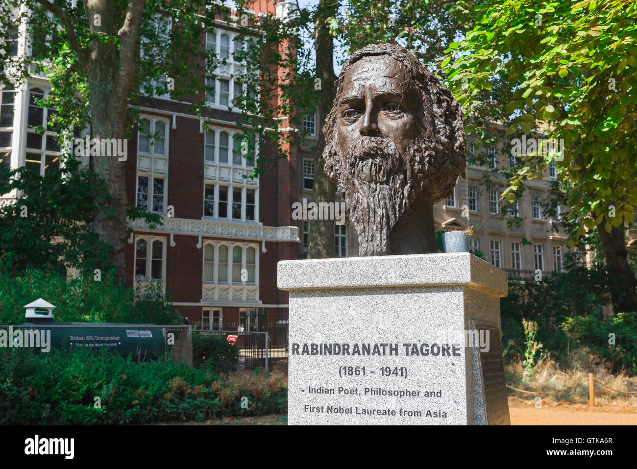 Rabindranath Tagore London, a statue of Indian poet and philosopher Rabindranath Tagore in Gordon Square, Bloomsbury, - Stock Image