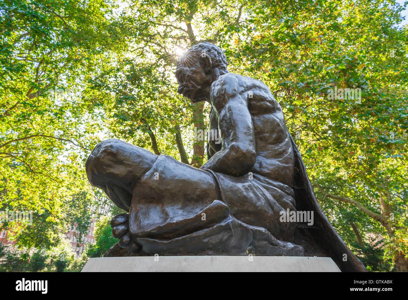 Gandhi statue London, statue of Mahatma Gandhi in Tavistock Square, Bloomsbury, London, UK. - Stock Image