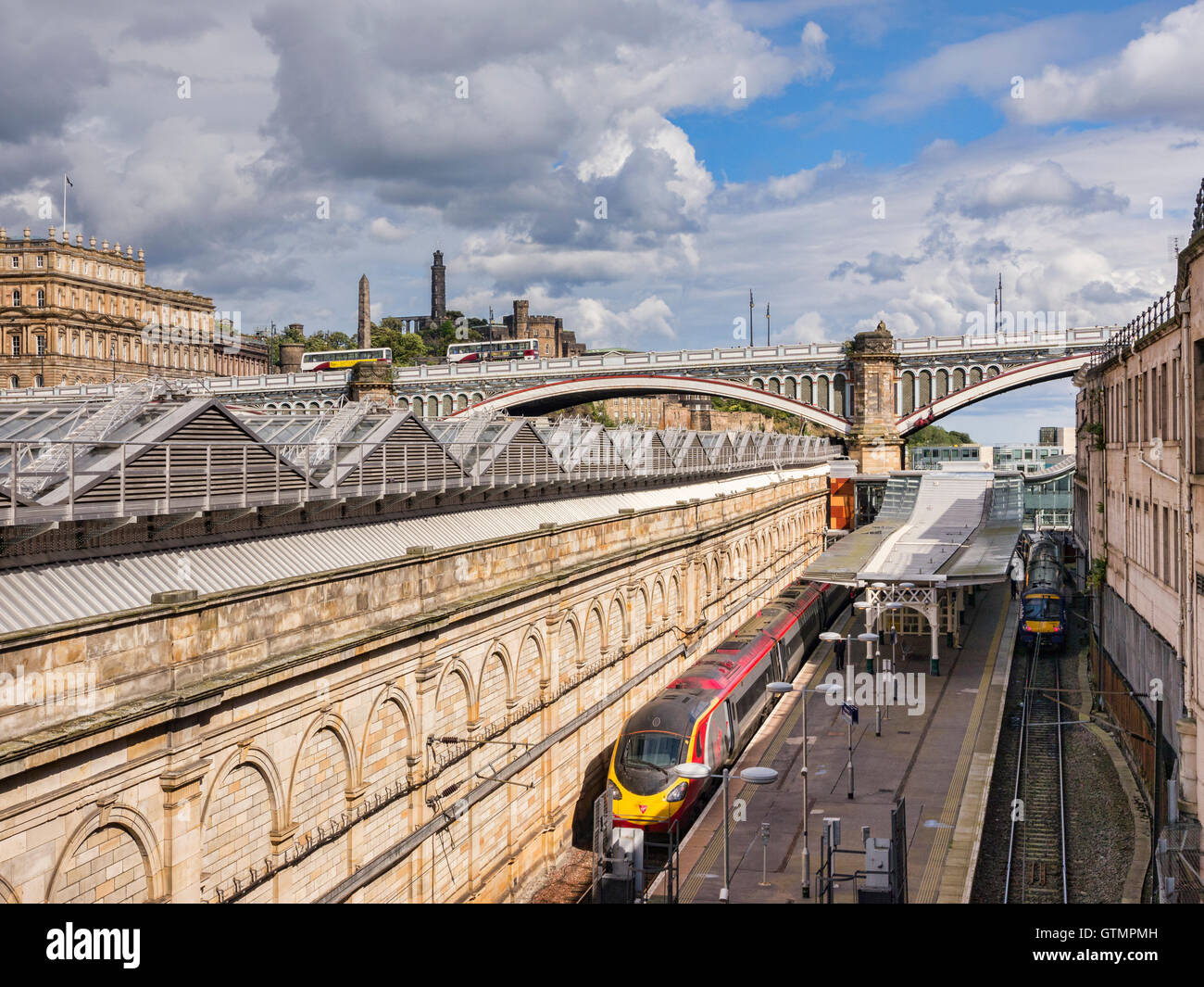 Virgin train in Waverley Street Station, Edinburgh, Scotland, UK, seen from above. - Stock Image