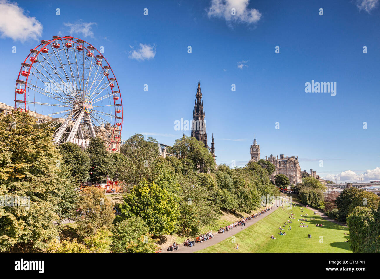 View of East Princes Street Gardens, Edinburgh, in late summer, with the Festival Wheel, Scott Monument and Balmoral - Stock Image