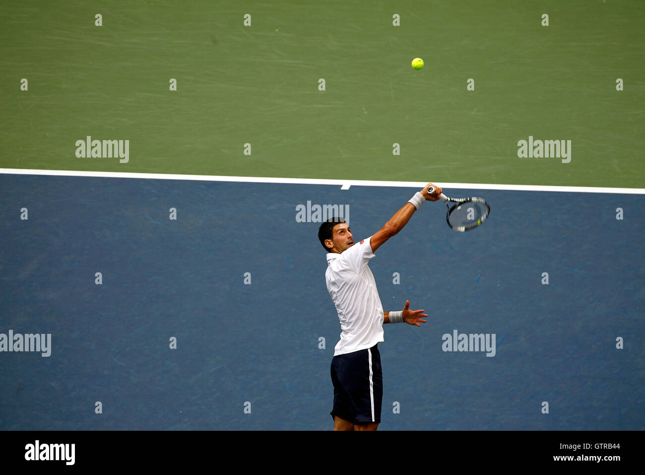 New York, United States. 09th Sep, 2016. Novak Djokovic backhands an overhead during his semi final match against - Stock Image