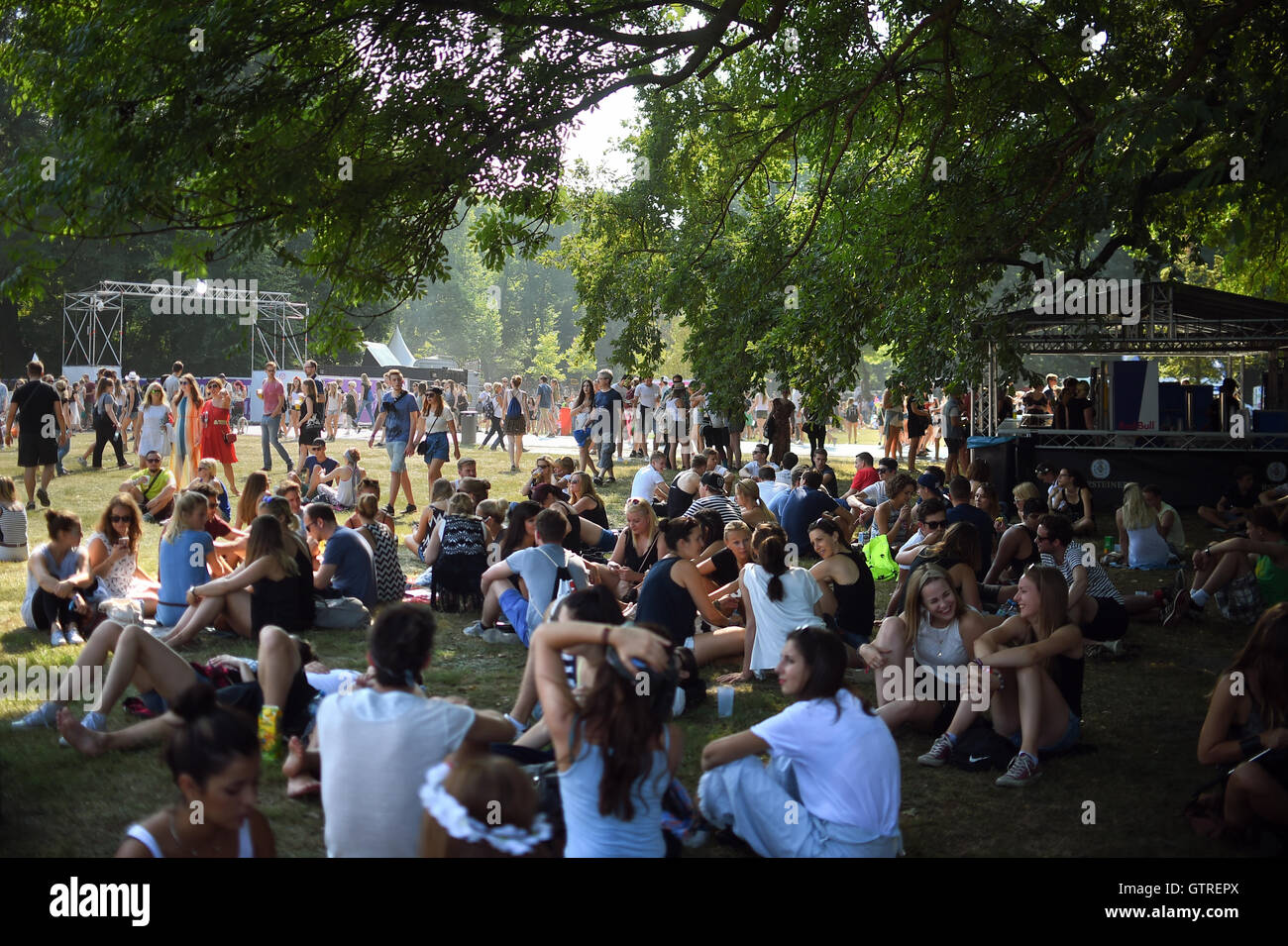 Festival-goers relax in the shade at the Lollapalooza music festival in Berlin, Germany, 10 September 2016. - Stock Image