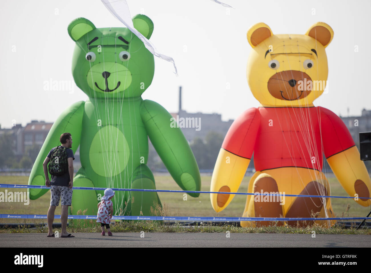 Berlin, Germany. 10th Sep, 2016. Kite festival at tempelhofer feld in Berlin. Credit:  Omer Messinger/ZUMA Wire/Alamy Stock Photo