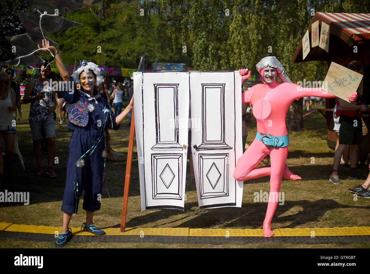 Berlin, Germany. 10th Sep, 2016. Artists greet the visitors of the music festival Lollapalooza in Berlin, Germany, - Stock Image