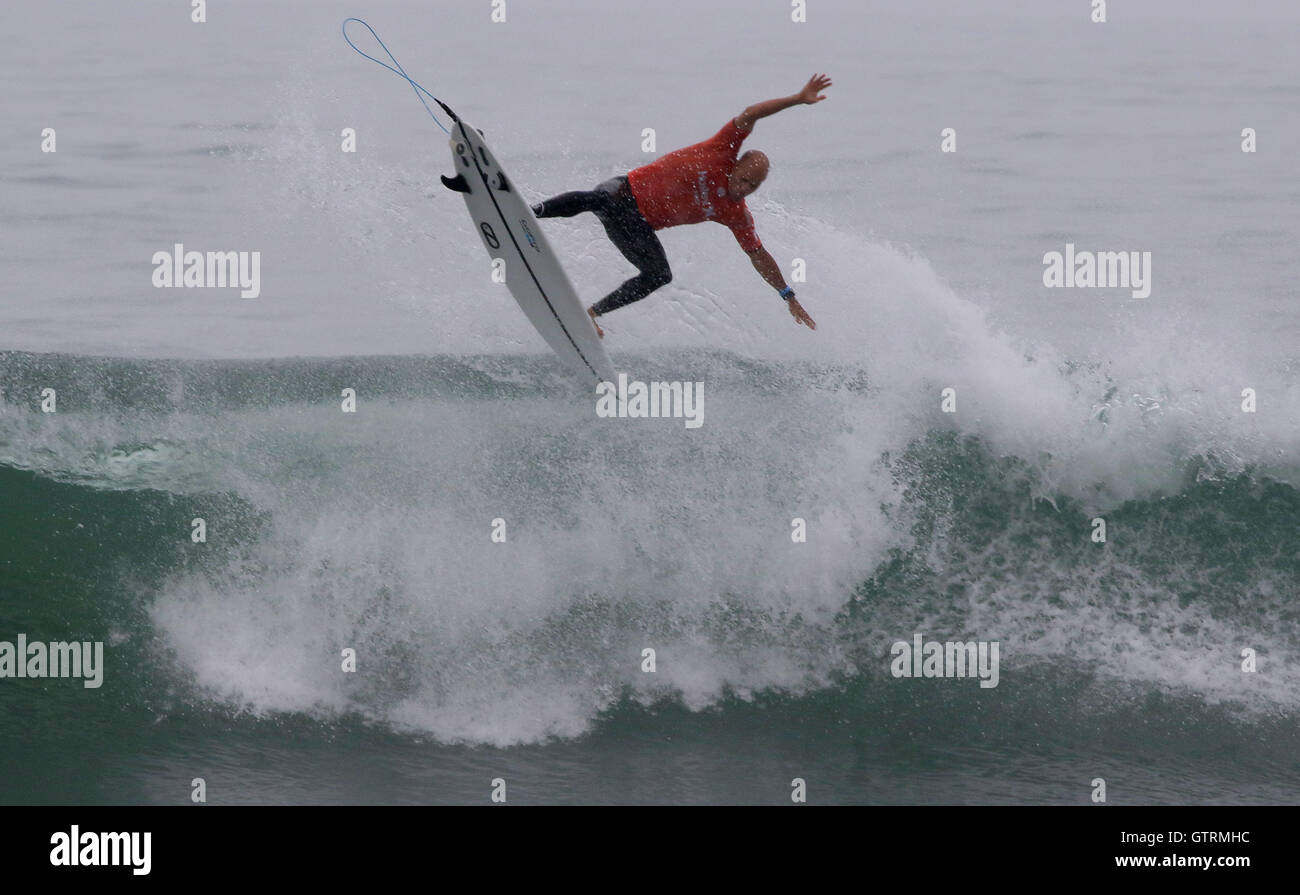 San Clemente, California, USA. 10th Sep, 2016. Surfing legend KELLY SLATER gets serious air as he finishes this - Stock Image