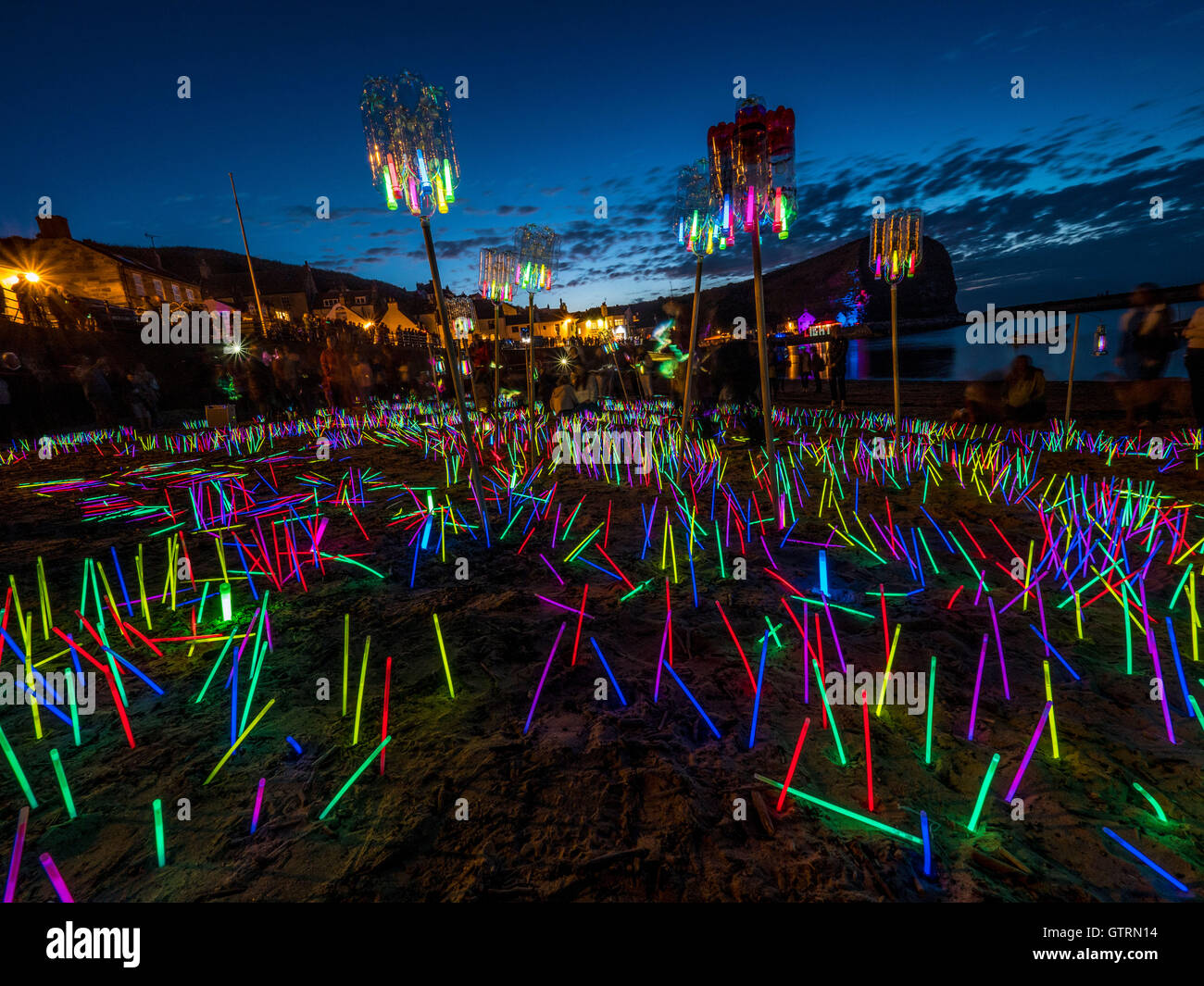 Staithes, UK. 10th September, 2016.  After dark, light artist Mick Stephenson and his team of volunteers planted - Stock Image