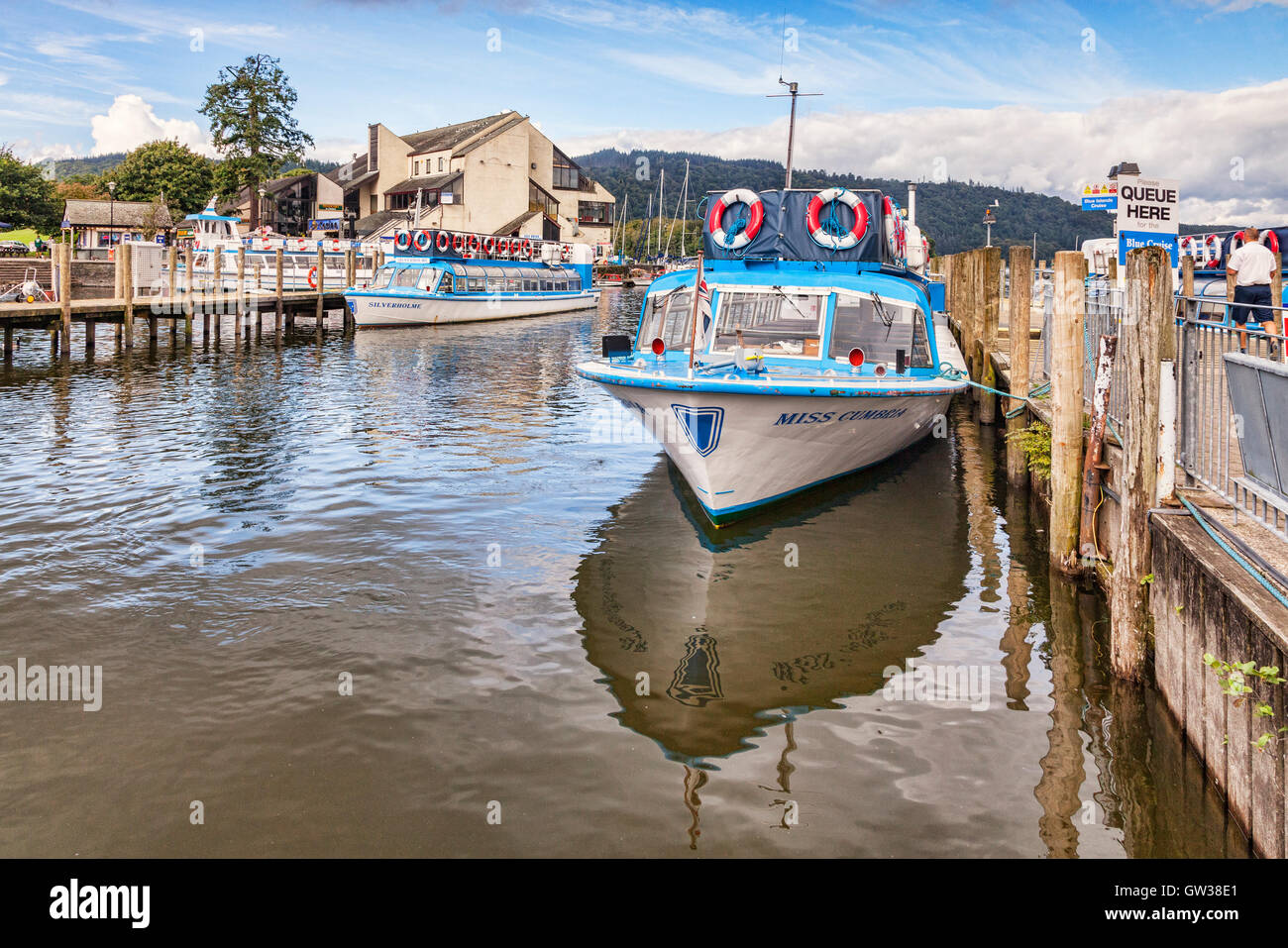 Cruise boats at the pier on Lake Windermere, Lake District National Park, Cumbria, England, UK - Stock Image