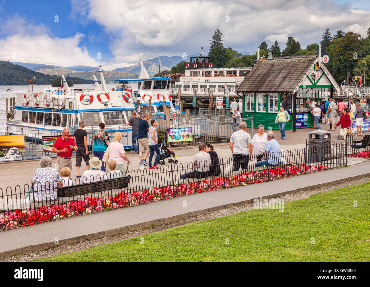 Crowds on the shores of Lake Windermere enjoying the early autumn sunshine, Lake District National Park, Cumbria, - Stock Image