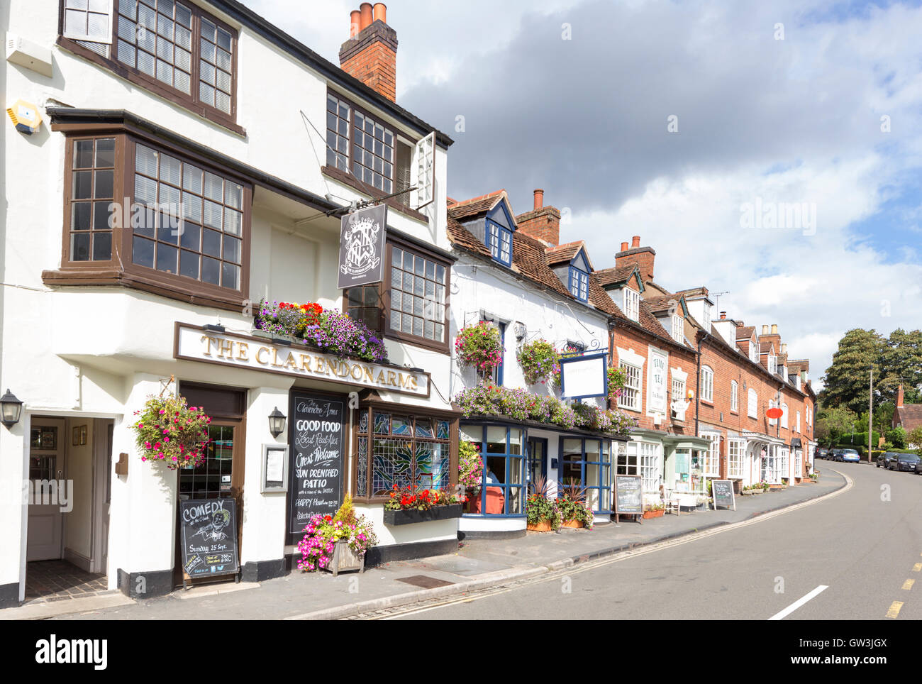 Attractive Shops and pubs in 'Castle Hill', Kenilworth, Warwickshire, England, UK - Stock Image