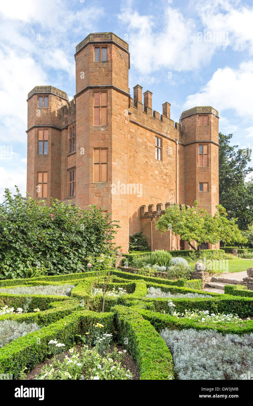 Leicester's Gatehouse built in the 1570's and the entrance to Kenilworth Castle, Kenilworth, Warwickshire, - Stock Image