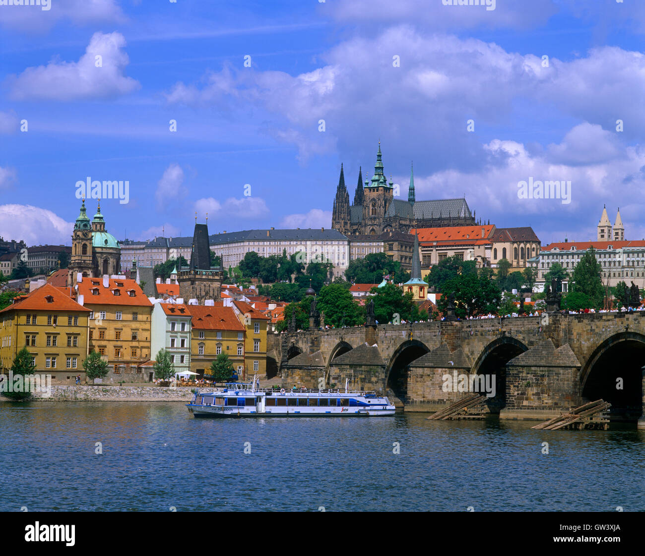 Charles Bridge and sightseeing boat on River Vltava, Stare Mesto, Prague, Czech Republic - Stock Image
