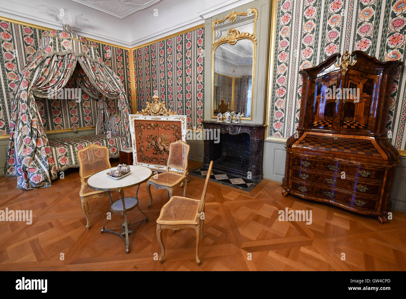 Schwetzingen, Germany. 9th Sep, 2016. View into the bedroom of elector Carl Theodor at Schwetzingen Palace in Schwetzingen, - Stock Image