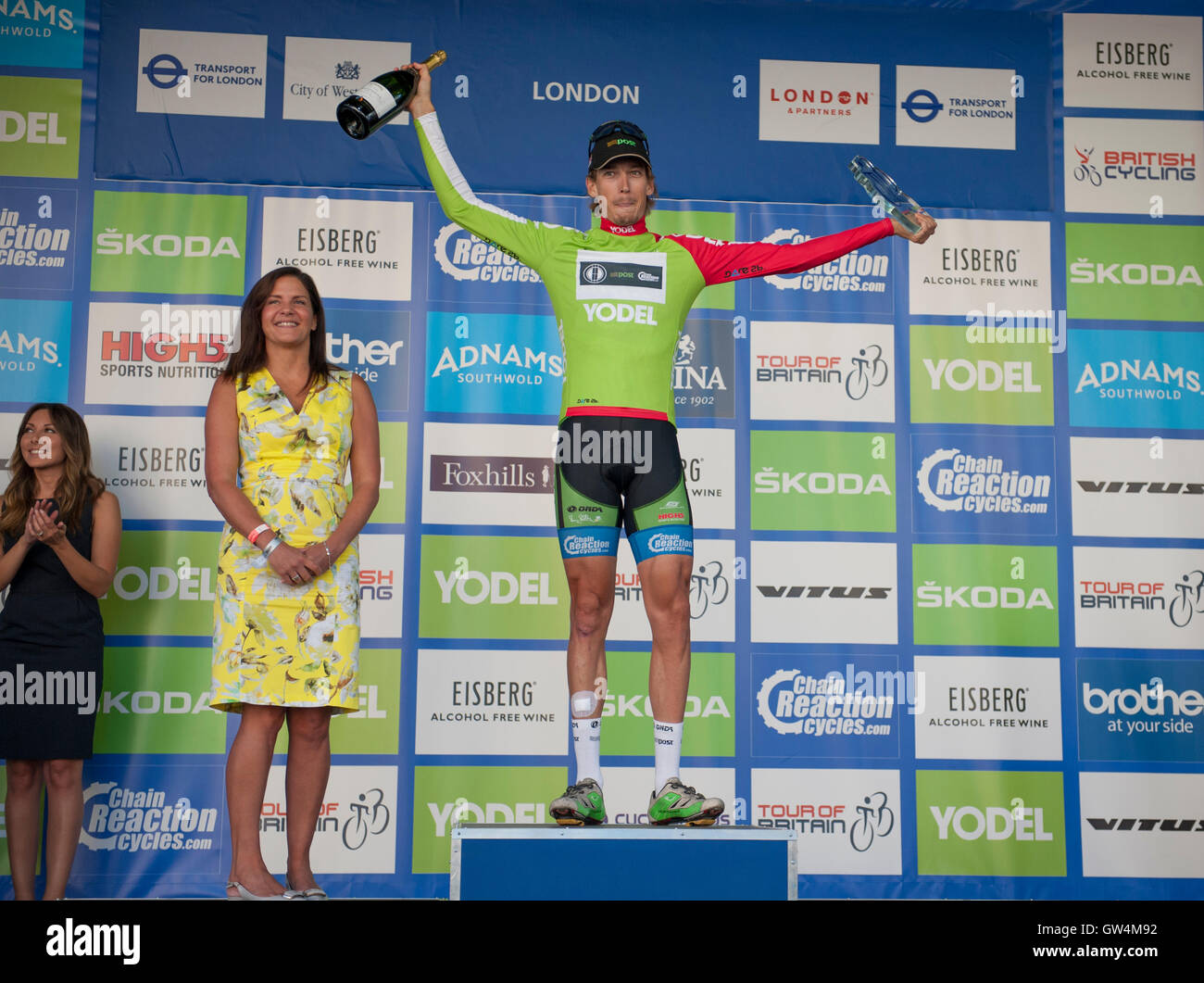 London, UK. 11th September, 2016. The 100km Stage Eight of the Tour of Britain takes place through the heart of - Stock Image