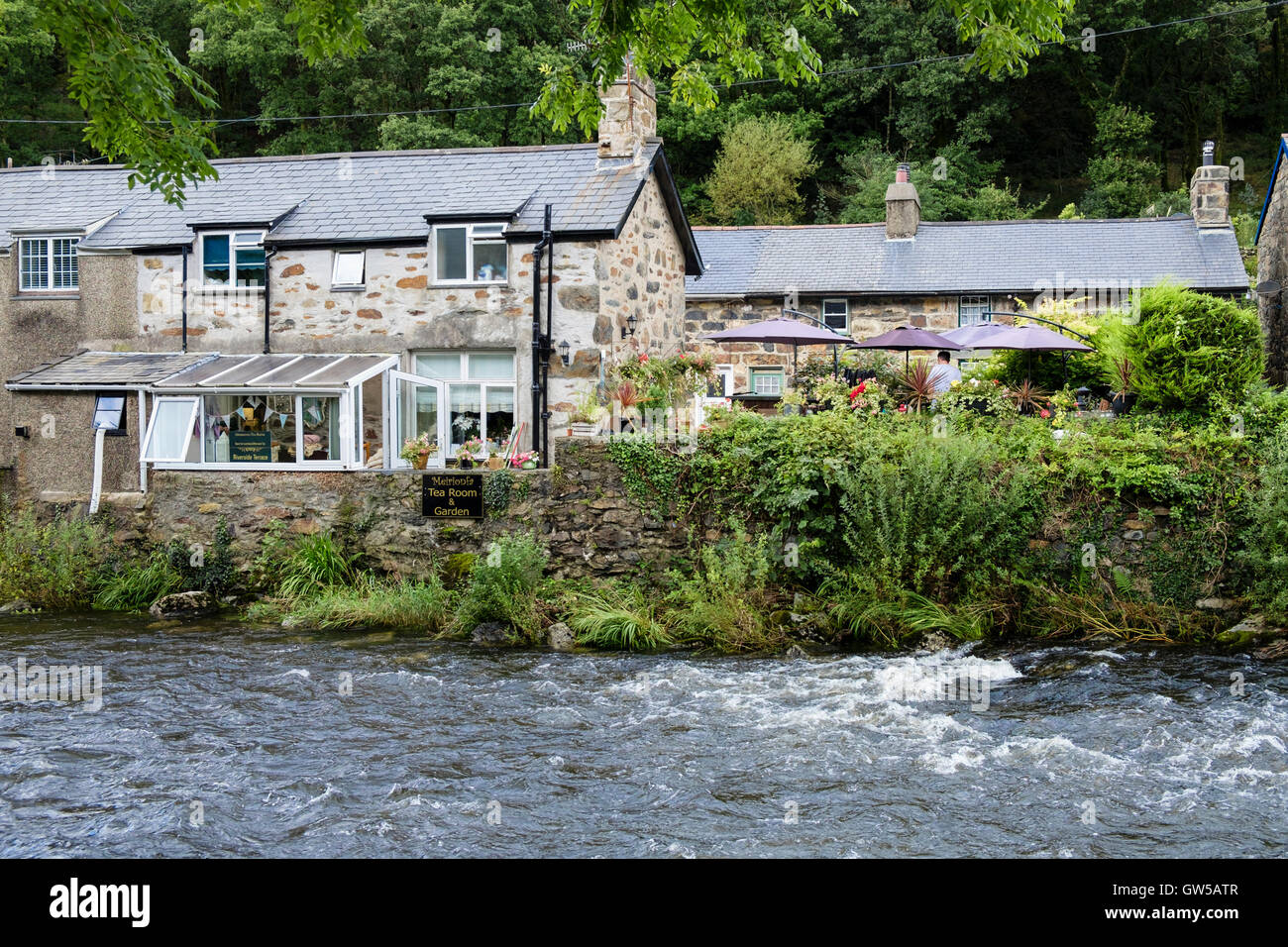 Meirionfa riverside Tea Room and Garden by Afon Glaslyn River in Beddgelert, Gwynedd, North Wales, UK, Britain Stock Photo