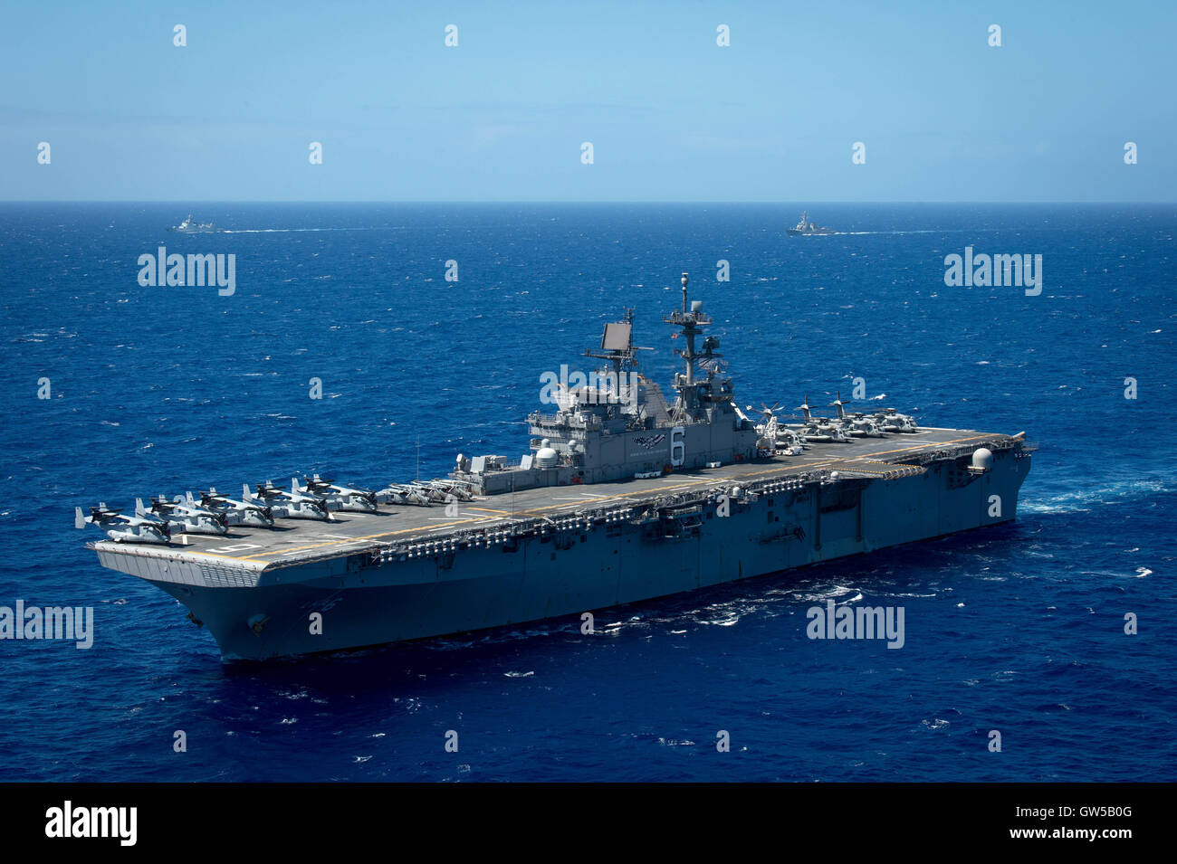 US Navy Amphibious assault ship USS America steams in close formation during the Rim of the Pacific exercise June - Stock Image