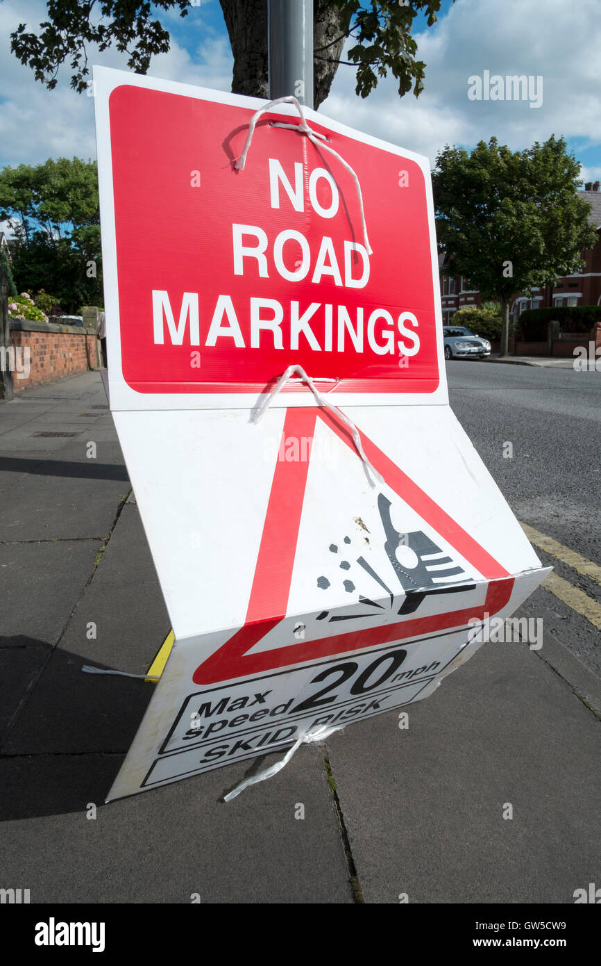 A 'No Road Markings' warning sign with 20mph speed limit enforcement - Stock Image