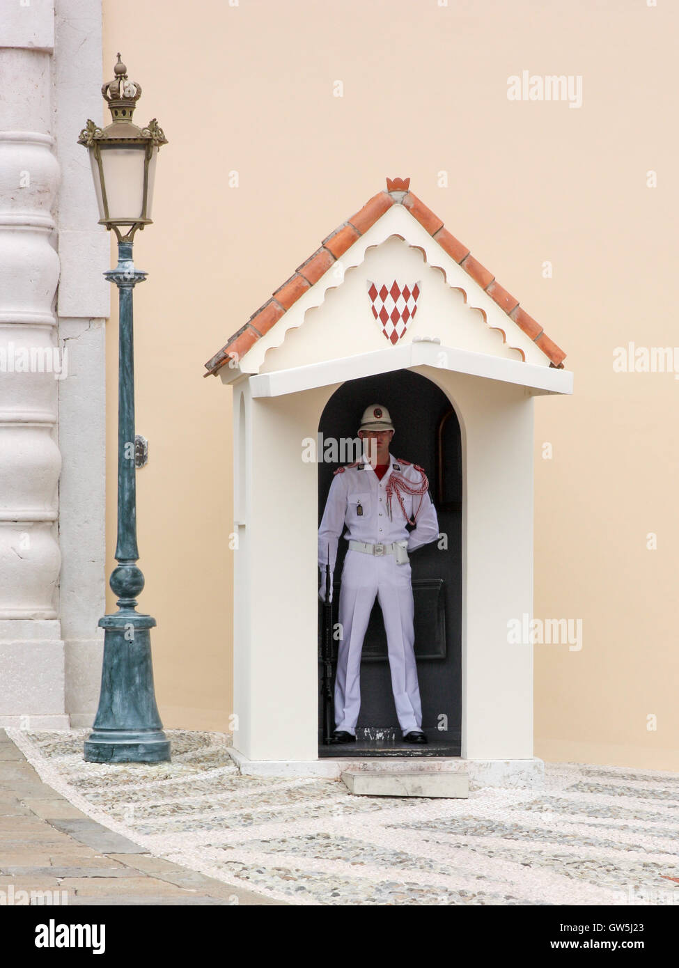 Officer in dress uniform guarding the entrance - Stock Image