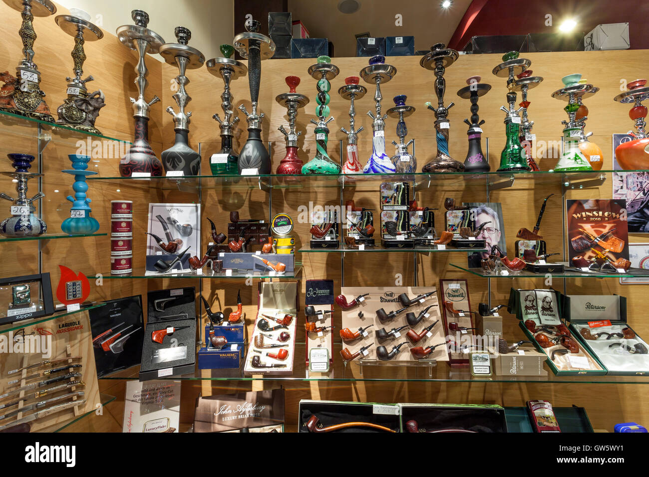 Smoking pipes and hookah shop Stock Photo: 118758725 - Alamy