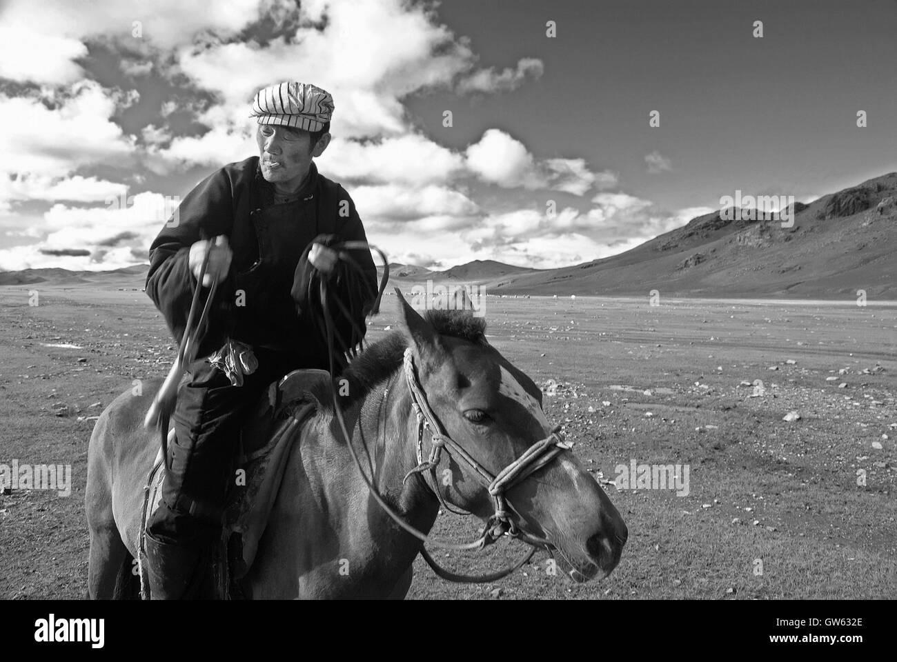 A shepherd on horseback in Khangain Nuruu National Park in Mongolia - Stock Image