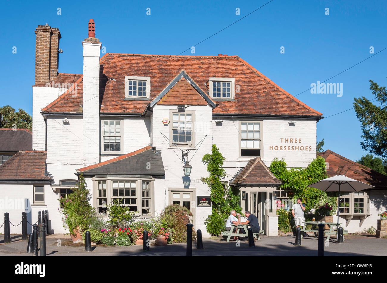 16th century The Three Horseshoes Pub, Shepperton Road, Laleham, Surrey, England, United Kingdom - Stock Image