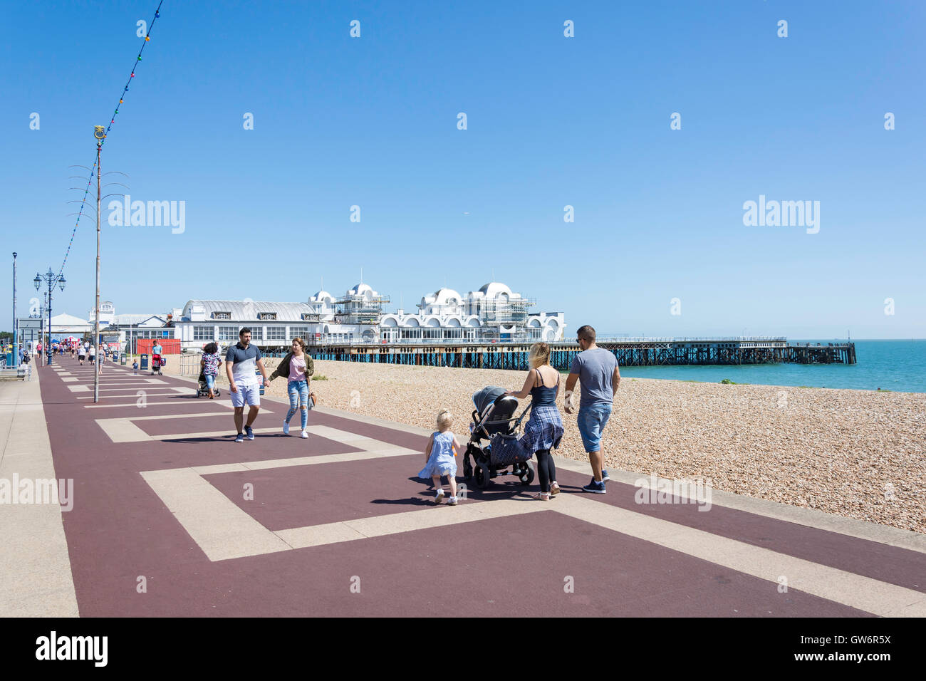 Beach promenade and South Parade Pier, Southsea Beach, Southsea, Portsmouth, Hampshire, England, United Kingdom Stock Photo