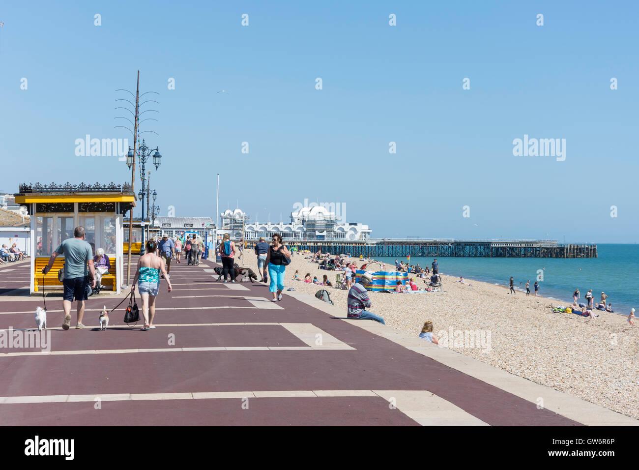 Beach promenade and South Parade Pier, Southsea Beach, Southsea, Portsmouth, Hampshire, England, United Kingdom Stock Photo