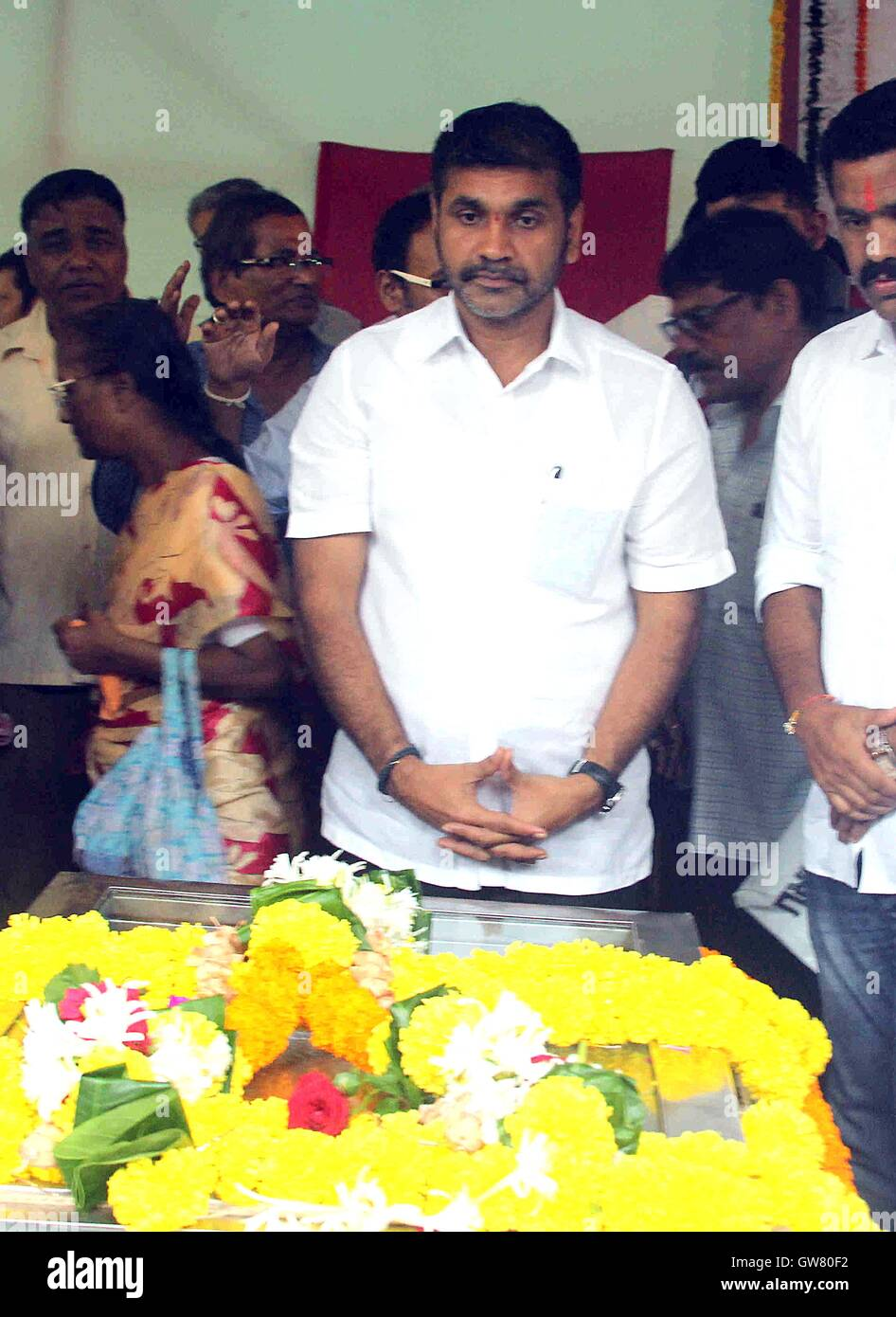 Nationalist congress party (NCP) leader Sachin Ahir, pay his last respect to veteran trade union leader Sharad Rao, - Stock Image