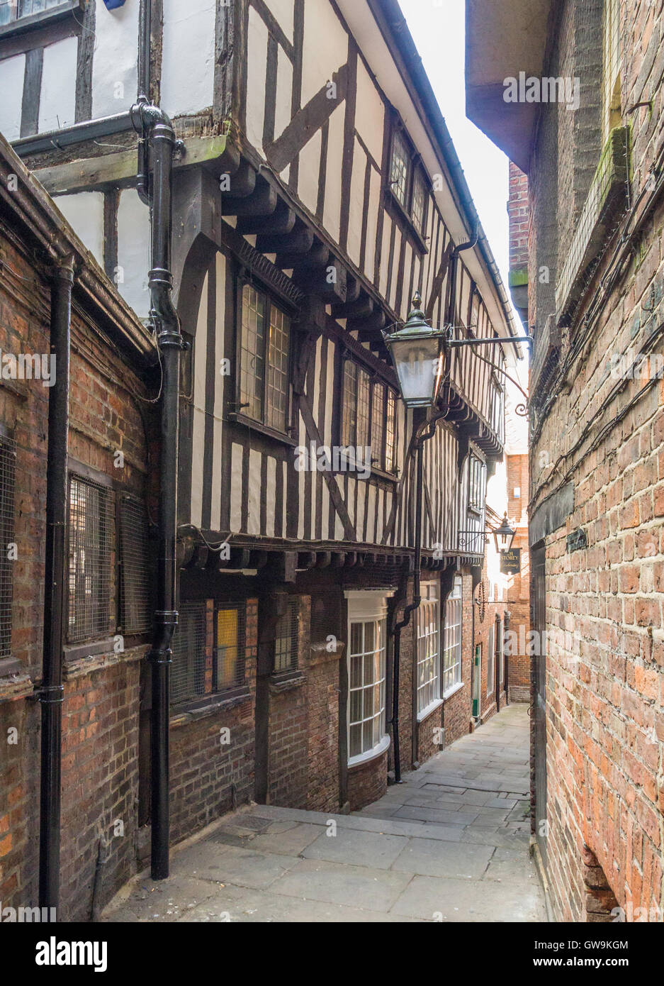 Lady Peckett's Yard, named after the wife of a Lord Mayor, is a narrow mediaeval 'Snickelway' in the - Stock Image