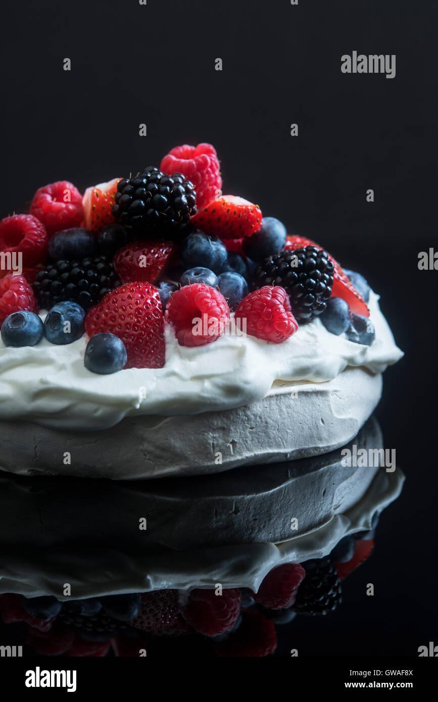 Pavlova with mixed berries - Stock Image