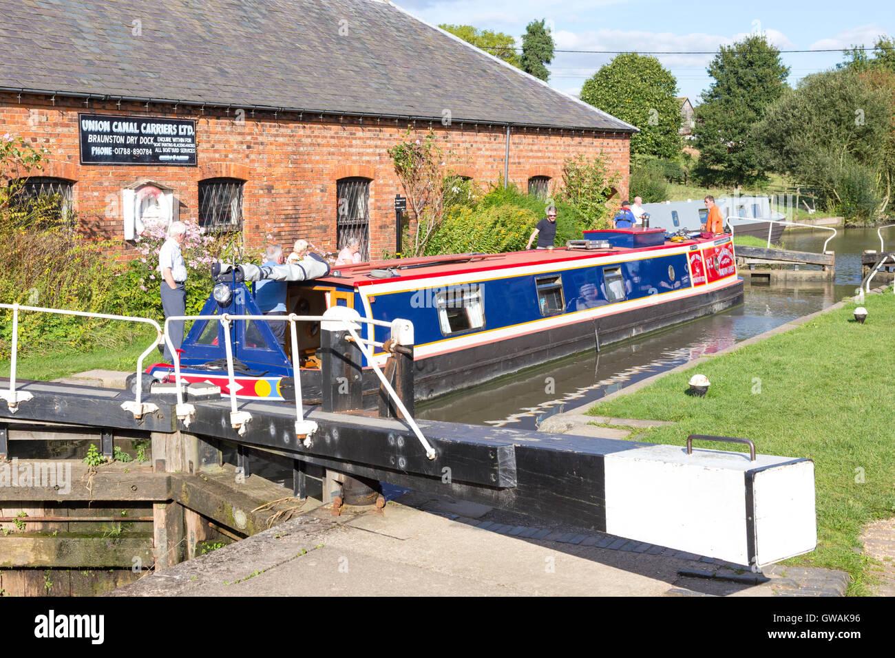 Braunston Bottom lock on the the Grand Union Canal, Northamptonshire, England, UK - Stock Image