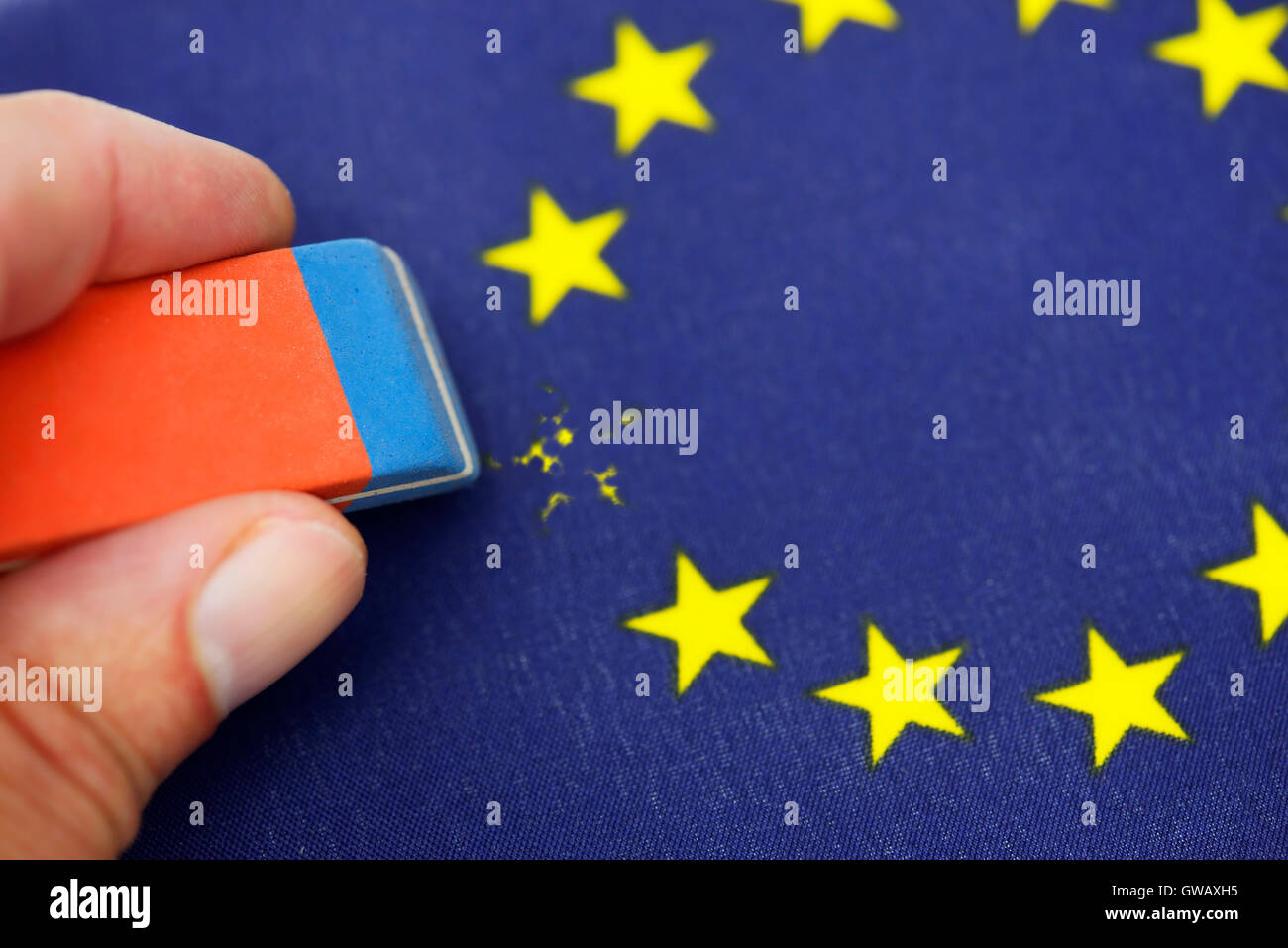 From EU flag star is erased out, symbolic photo Brexit, Aus EU-Fahne wird Stern ausradiert, Symbolfoto Brexit - Stock Image