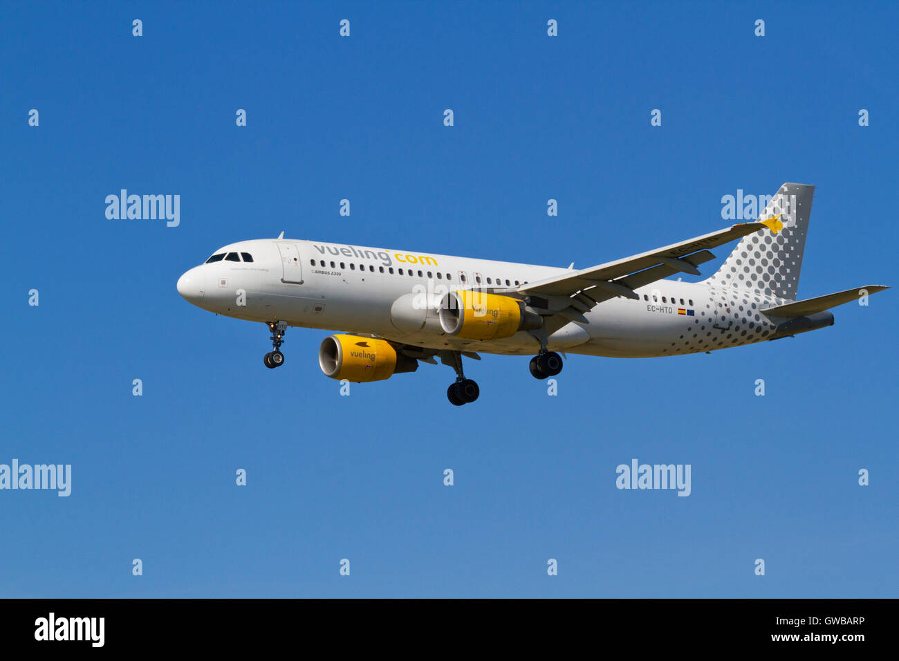 Vueling Airbus A320, EC-HTD, flight VY1326 from Alicante, Spain, on final approach to Copenhagen Airport, CPH. runway - Stock Image