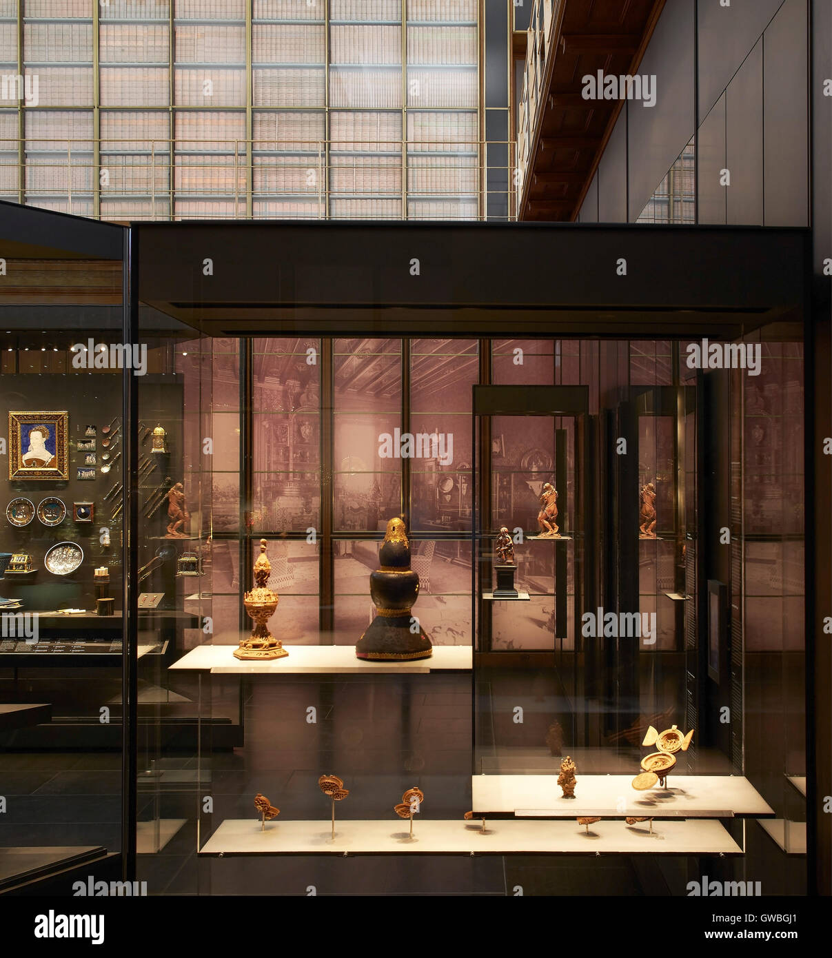 Showcase with artefact displays. Waddesdon Bequest Gallery at the British Museum, London, United Kingdom. Architect: - Stock Image