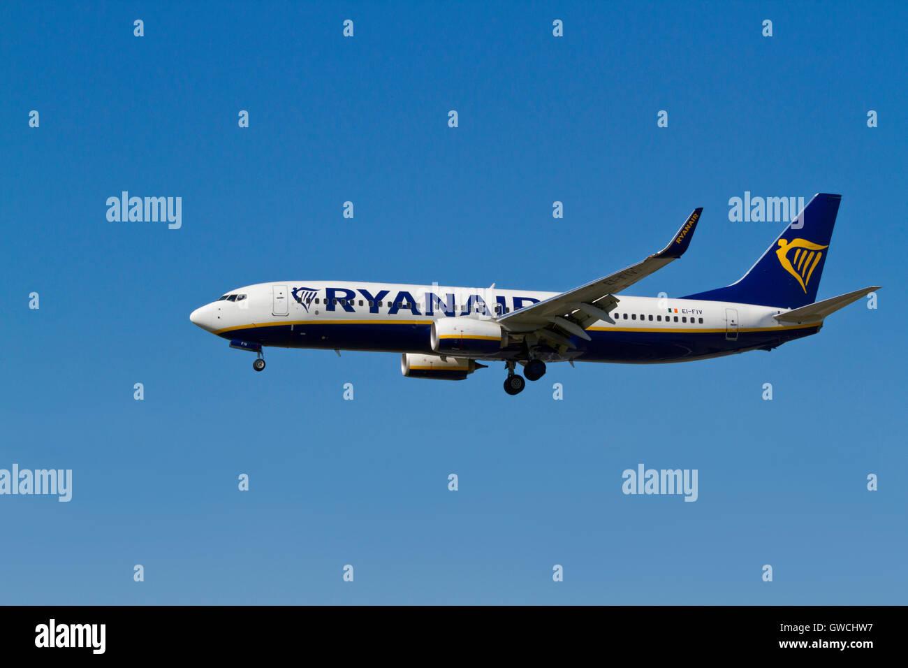 RYANAIR, Boeing 737, EI-FIV, flight FR2679 from Luton, London, on final approach to Kastrup Airport, CPH, Copenhagen, - Stock Image