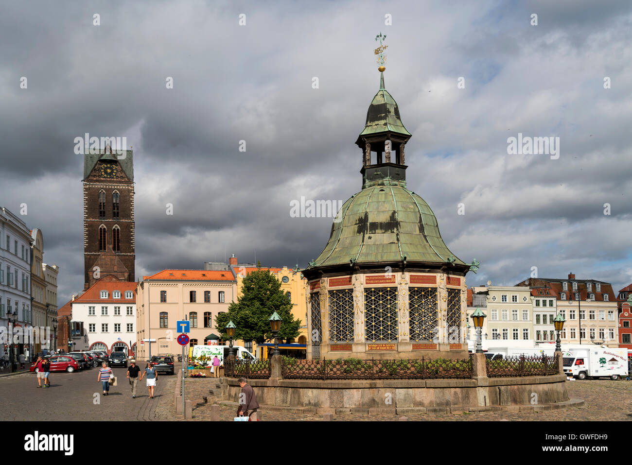 Market Square with the landmark waterworks or Wasserkunst and  St. Mary's Church tower, Hanseatic City of Wismar, - Stock Image