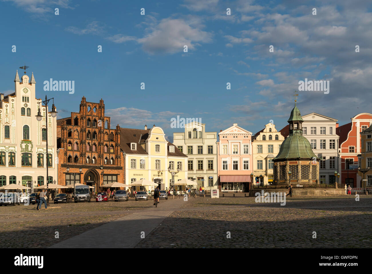 Market Square with the landmark waterworks or Wasserkunst and patrician's home the Alter Schwede, Hanseatic - Stock Image
