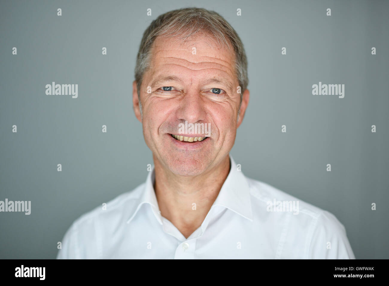 Heidelberg, Germany. 13th Sep, 2016. Virologist and cancer researcher Ralf Bartenschlager pictured in his office - Stock Image