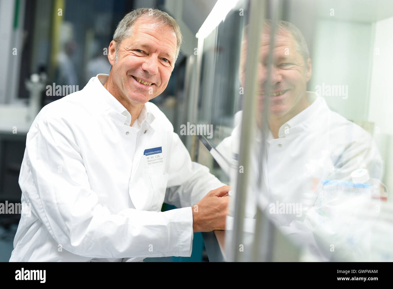 Heidelberg, Germany. 13th Sep, 2016. Virologist and cancer researcher Ralf Bartenschlager pictured in a laboratory - Stock Image