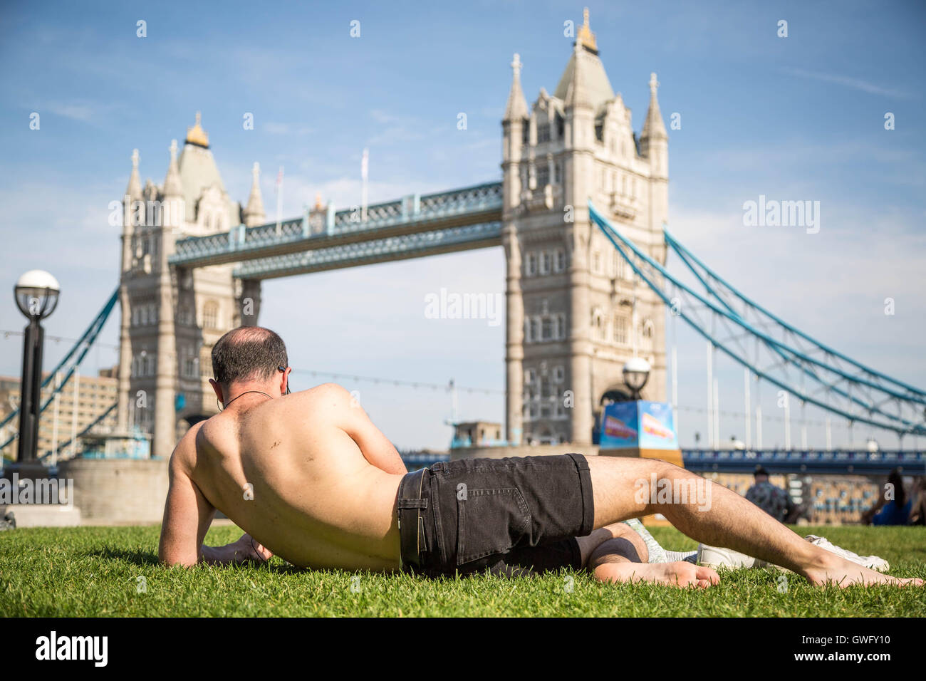 London, UK. 13th September, 2016. UK Weather: Londoners enjoy the city heatwave during Britain's hottest September Stock Photo