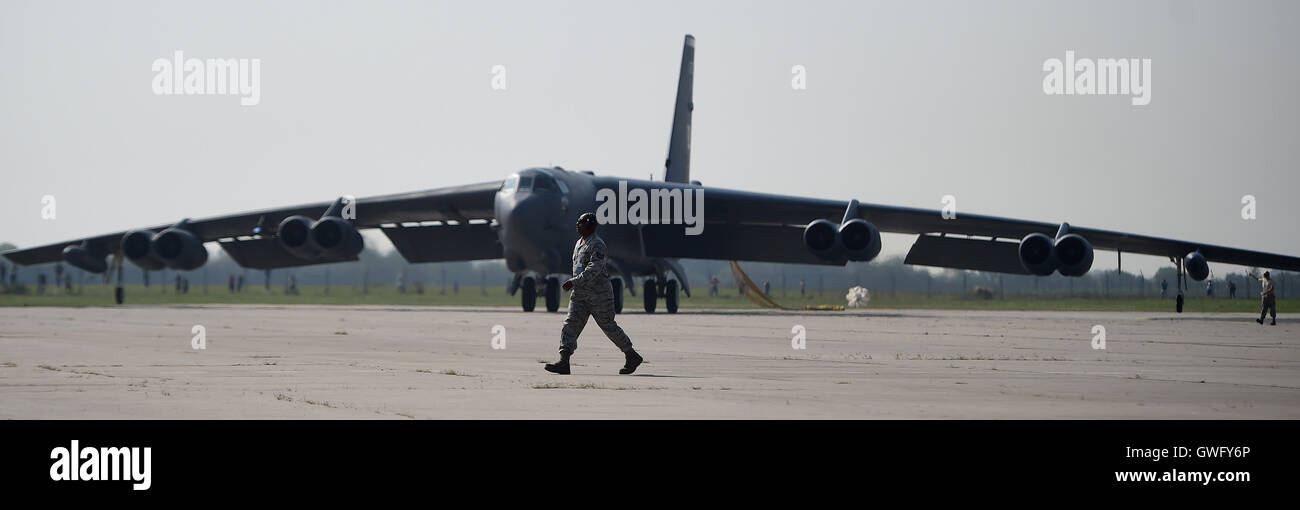 Mosnov, Czech Republic. 13th Sep, 2016. U.S. strategical bomber B-52 Stratofortress (pictured) lands in Airport Mosnov, Czech Republic, September 13, 2016. Bomber B-52 will have their first flights within the exercise on Sunday during NATO Days and Czech Air Force Days at Mosnov airport on September 17-18. Credit:  Jaroslav Ozana/CTK Photo/Alamy Live News Stock Photo