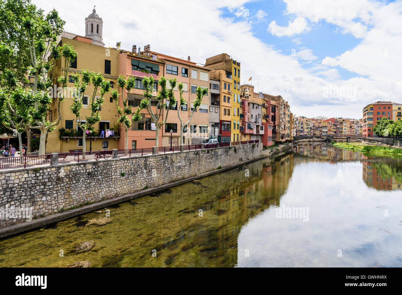 Colourful houses along the banks River Onyar in the old town of Girona, Catalonia, Spain Stock Photo