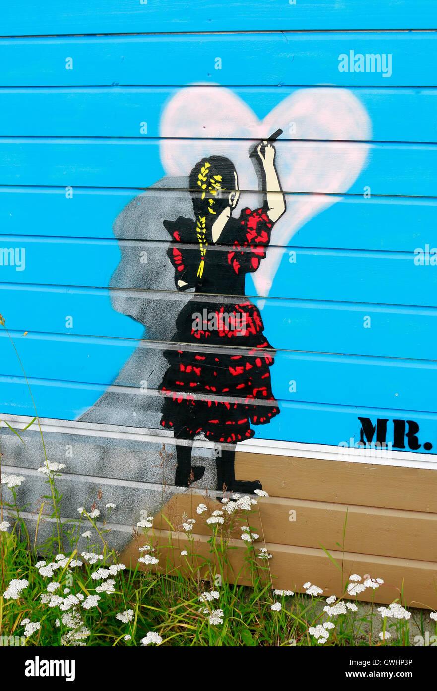 Street Art  (wahrscheinlich von dem aus Stavanger kommenden Pobel) - Henningsvaer, Lofoten, Norwegen. - Stock Image