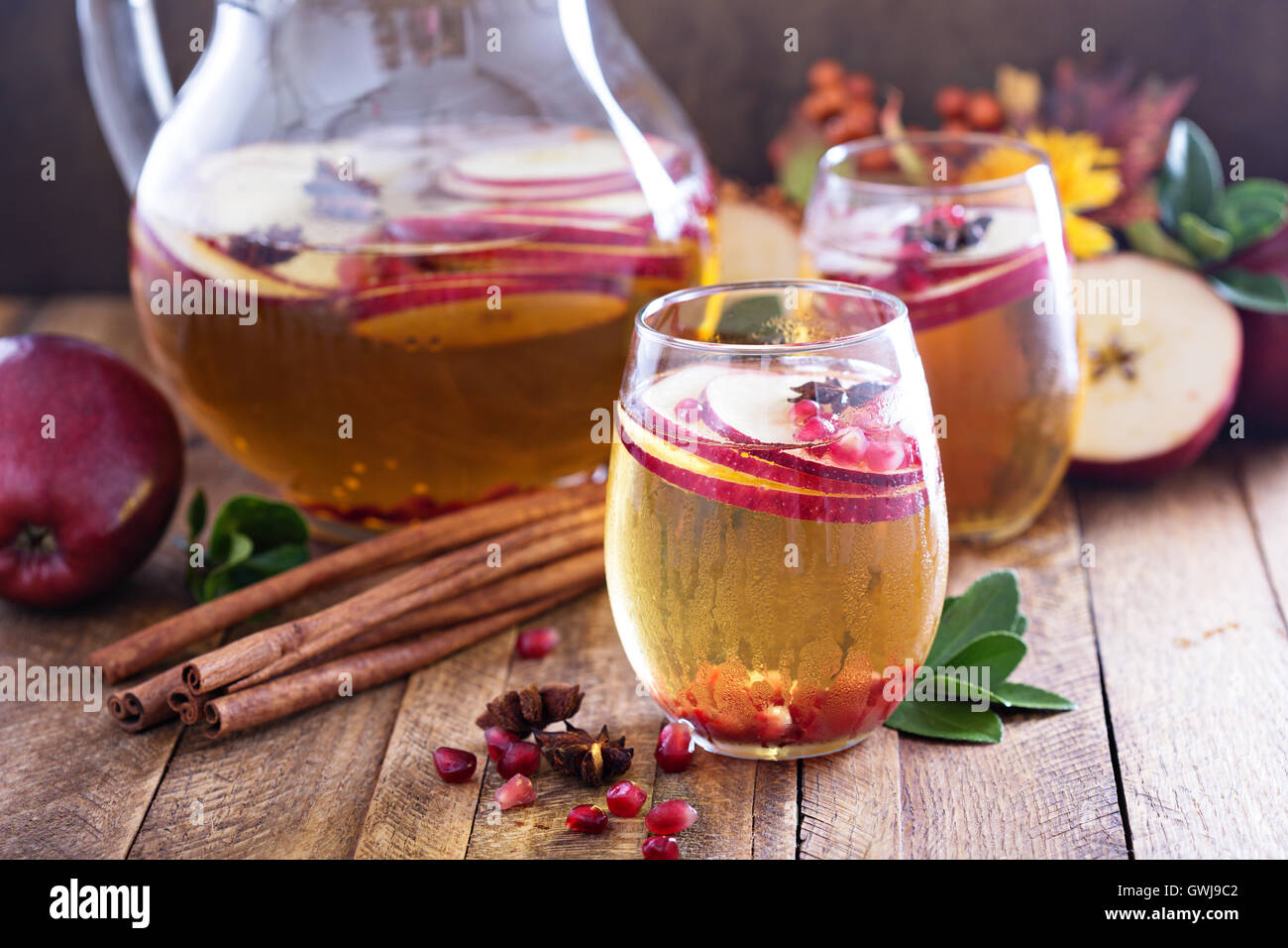Fall sparkling drink with apple cider and pomegranate - Stock Image