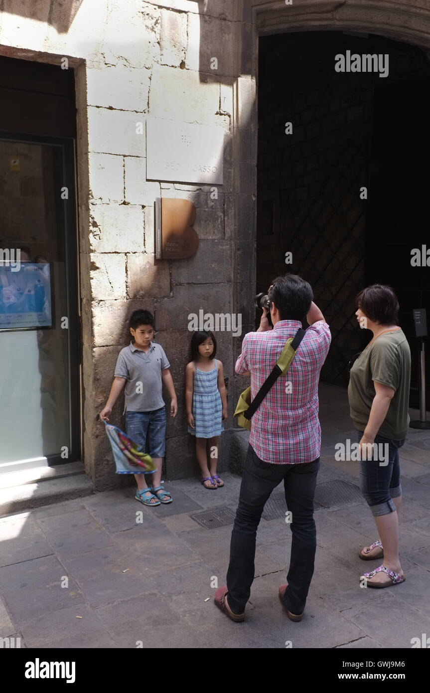 Japanese tourists in Barcelona's medieval quarter Stock Photo