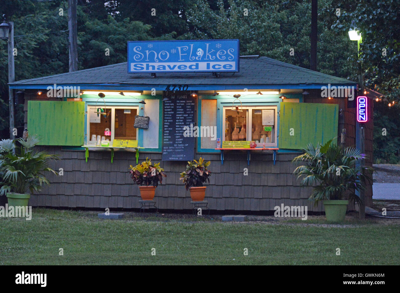 A roadside sno cone stand at dusk in Pasadena, Anne Arundel County, Maryland, US. Features flavored shaved ice. - Stock Image