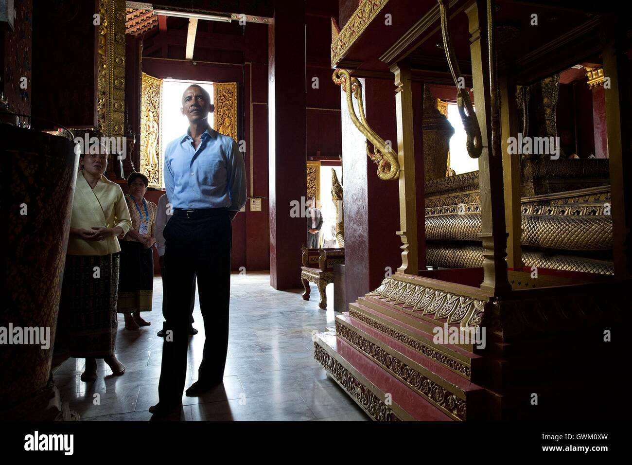 U.S President Barack Obama tours the Ho Raj Rod carriage house during his tour of the Wat Xieng Thong Buddhist temple - Stock Image